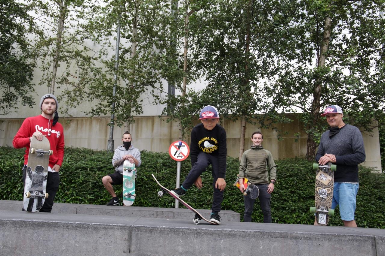 0206141_30_SkateboardersO.JPG