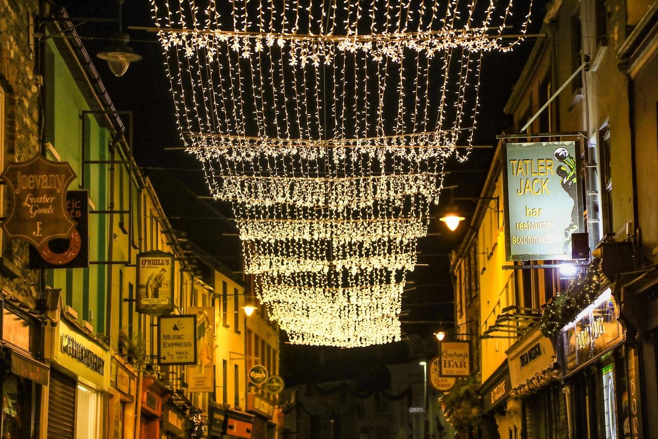 0211435_Plunkett_Street_Christmas_lights1.jpg